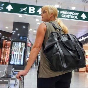 Betabrand travel bag black